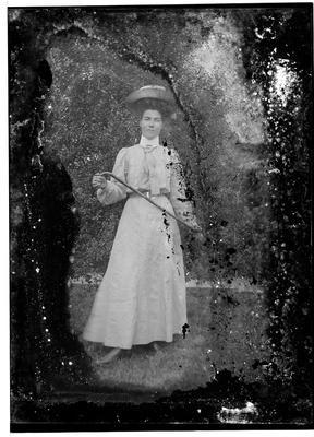 Glass plate negative; 1910-1920; 33428