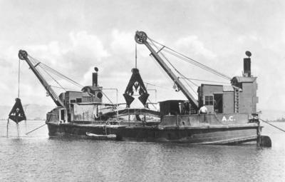 AC Dredge 2 in Gisborne Harbour