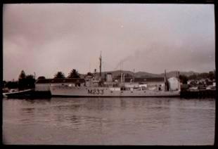HMNZS Inverell in Gisborne harbour