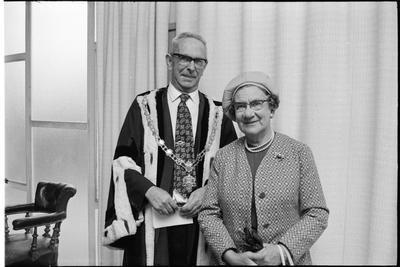 Sir Harry and Lady Anita Barker; 42085