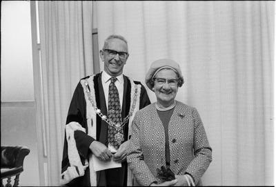 Sir Harry and Lady Anita Barker; 42087