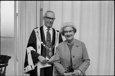 Sir Harry and Lady Anita Barker; 42086