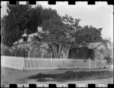 Corner house with lantern gaslight on arch.