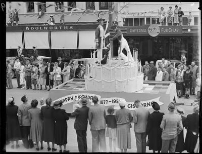 Civic Procession: 75 year City cake